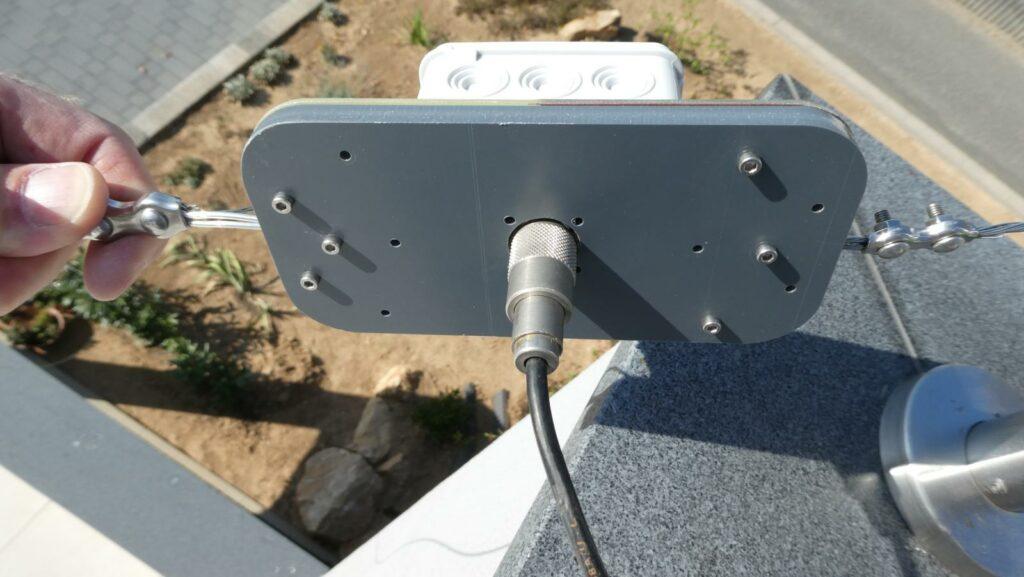 Die Unterseite der Antennenhalters