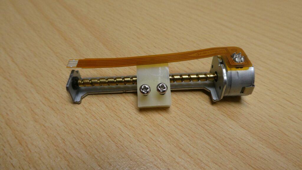Schrittmotor mit Spindel